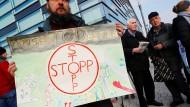 Protest und Popcorn zur Bayer-Hauptversammlung