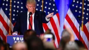 "Trump schmäht Clinton als ""Angela Merkel Amerikas"""