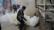 Tränengas in Diyarbakir: Im Südosten der Türkei herrschen kriegsähnliche Zustände.