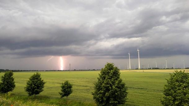 Erste Sommergewitter und Starkregen ziehen über Deutschland