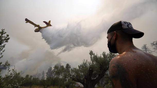 Feuer auf Insel Euböa weiter außer Kontrolle
