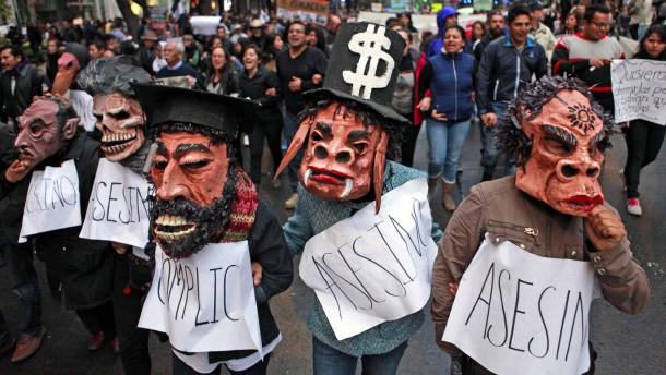 Tausende demonstrieren für verschleppte Studenten
