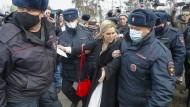 Kein Zugang zu Nawalnyj: Festnahme der Ärztin Anastasia Wassiljewa am 6. April in Pokrow