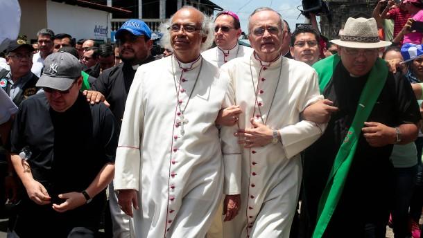 Schläger greifen Bischöfe in Nicaragua an
