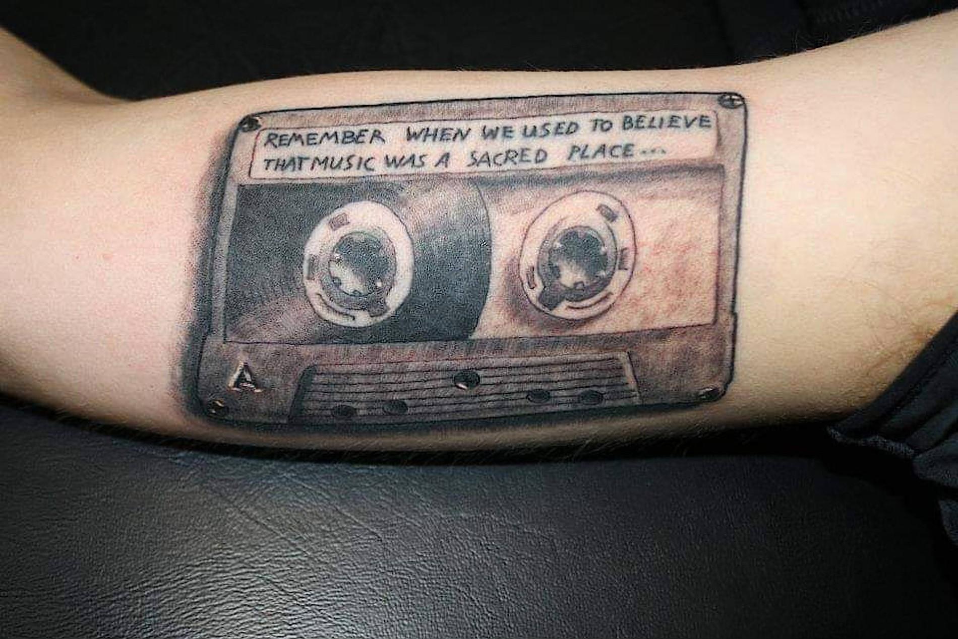 Schmerzen tattoo hals frau Tattoo stechen: