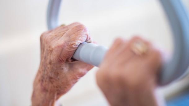 Bis zu drei Viertel der Corona-Toten lebten im Pflegeheim