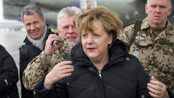 Merkels Truppenbesuch von Massaker überschattet