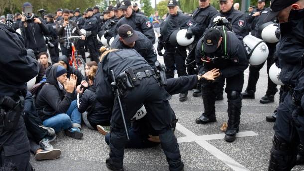 Polizei verteidigt hartes Vorgehen bei Klimademo in Hamburg