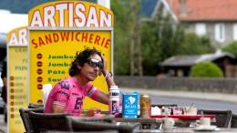 """Als """"Bikepacker"""" mit Champagner auf den Champs-Élysée"""
