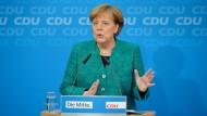 """Angela Merkel: """"Mit diesem Team kann man jetzt auch die Aufgaben der Zukunft angehen"""""""