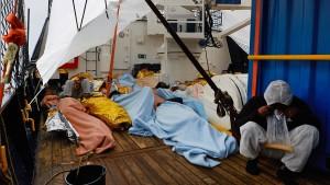 """Lage an Bord des Rettungsschiffes """"Alan Kurdi"""" spitzt sich zu"""