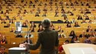 Professoren fehlen, Hörsäle sind baufällig: Vorlesung an der Universität Bochum