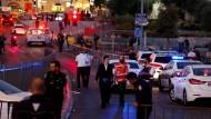 Israelische Sicherheitskräfte am Tatort