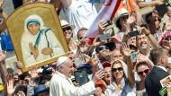 Mutter Teresa ist offiziell  heiliggesprochen worden