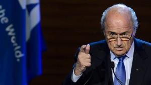 Blatter kündigt neue Kandidatur als Fifa-Präsident an