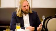 """Meinungsstark: Anton Hofreiter hat vor kurzem das Buch """"Fleischfabrik Deutschland"""" herausgebracht, in dem er die Massentierhaltung geißelt."""