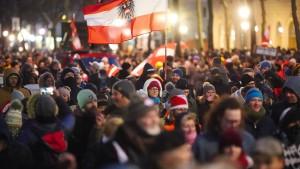 10.000 Teilnehmer bei Demo gegen Corona-Maßnahmen in Wien