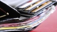 Volle Brieftasche: Für zu hohe Gebühren sollte das liebe Geld nicht ausgegeben werden.