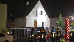 Eine Frau und vier Kinder sterben bei Feuer in Bayern