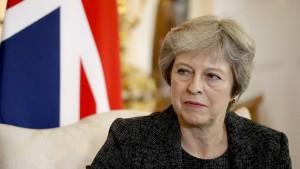 May warnt Gegner in ihrer Partei vor Austrittschaos