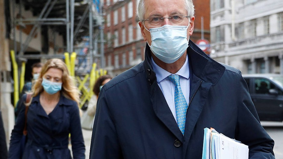 Der Chefunterhändler der EU, Michel Barnier, verlässt sein Hotel in London.