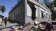 Dutzende Tote bei Erdbeben in Indonesien