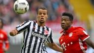 Erinnerung an bessere Zeiten: Am 15. Oktober 2016, als die Eintracht den Münchnern ein 2:2 abtrotzte, begegneten sich Chandler und Alaba auf Augenhöhe.