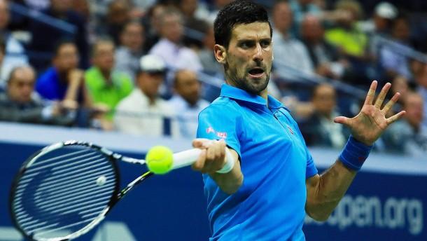 Djokovic zieht ins Halbfinale ein
