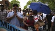 Valerie Castile, Mutter des getöteten Mannes Philando Castile und dessen Freundin Diamond Raynolds auf dem Protestmarsch in St. Paul, Minnesota.
