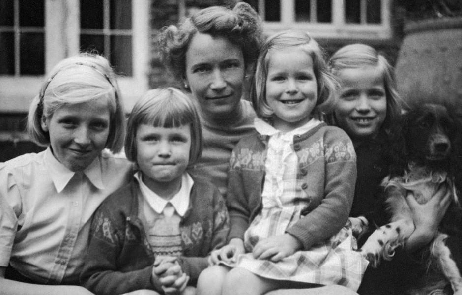 """""""Ohne Alter war ich"""": Vera (Bild oben, rechts) mit Mutter und Schwestern"""