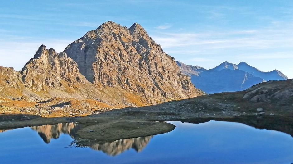 Ein Bergsee in den Alpen