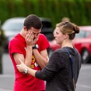 Zwei Schüler der High School in Marysville nach dem Amoklauf
