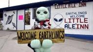 Erdlinge und Außerirdische sind willkommen in Rachel, Nevada, in der Nähe des Sperrgebietes Area 51.