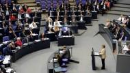 Staatstragend: Angela Merkel im Bundestag