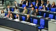 Terminlich verhindert: Die lichten Reihen der Regierung bei der Abstimmung über die Armenien-Resolution am 2.Juni