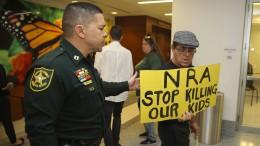 Trauernde fordern schärfere Waffengesetze