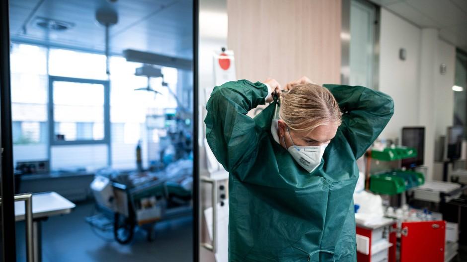 Leicht gestiegen: Die Corona-Hospitalisierungsinzidenz in Hessen (Symbolbild)