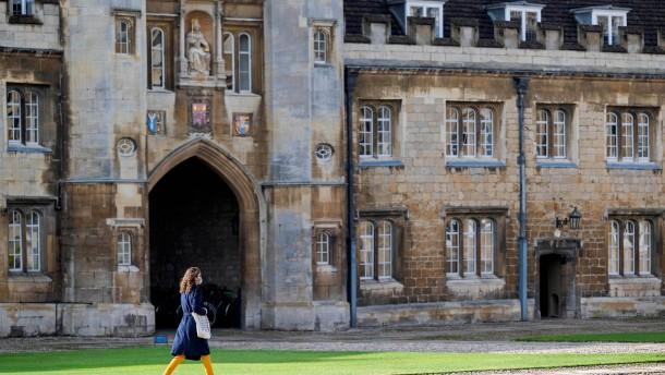 Cambridge impft sich gegen Rassismus
