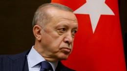 Erdogan strauchelt und lenkt ab