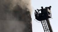 Einkaufszentrum stürzt nach Großbrand ein