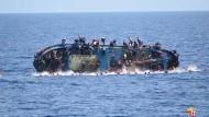 Flüchtlinge berichten von Bootsunglück mit Hunderten Toten