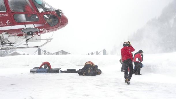 30 Jahre alter Mann stirbt nach Lawinenabgang in den Alpen