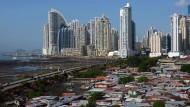 Skyline von Panama: Arme und Reiche liegen hier nah aneinander, laut Oxfam sind sie aber Welten voneinader entfernt.