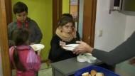 Gegen Kinderarmut: Zwei von drei Deutschen würden mehr Steuern zahlen
