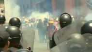 Illegale Minenarbeiter protestieren in Peru gegen die Regierung