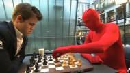 Weltmeister Carlsen spielt Schach gegen ganz Norwegen