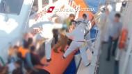 Küstenwache rettet Hunderte Flüchtlinge