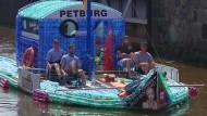 Mit dem Tretboot nach Hamburg