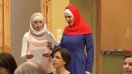 Syrische Flüchtlinge spielen in Mozart-Oper