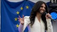 Conchita Wurst singt vor dem Europaparlament